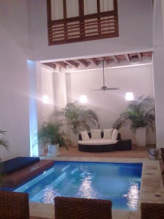 La Casa del Agua: Piscina patio interior