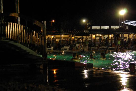 Piscine nocturne picture of camping sunelia le bois for Camping blonville sur mer avec piscine