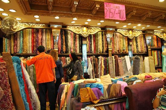 Pusat Perdagangan Pasar Baru Bandung Indonesia Review