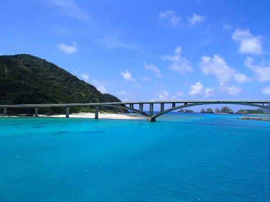 Aka Bridge: 船から見る阿嘉大橋