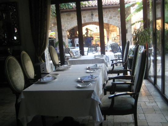Tuvana Hotel: air conditionng inside if you request