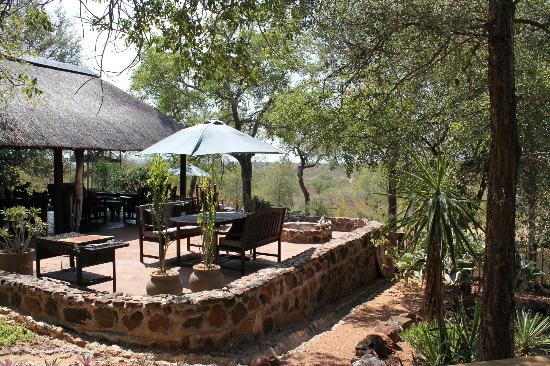 Leopards View Game Lodge: Bar & dining area