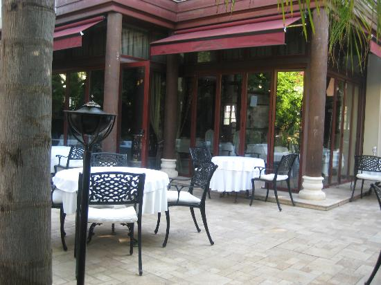 Tuvana Hotel: al fresco dining