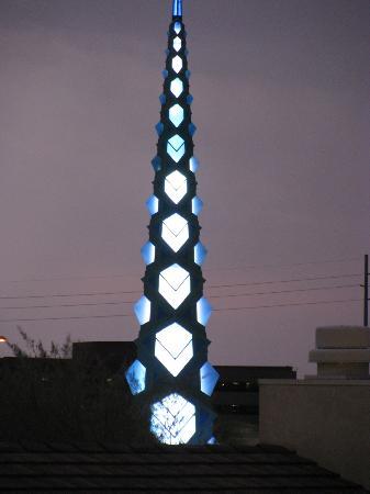 Residence Inn Scottsdale North: spire illuminated