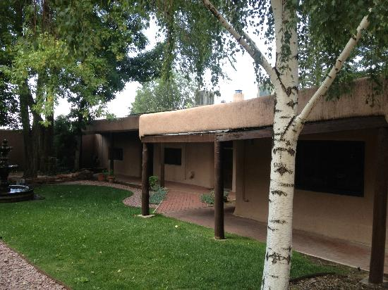 The Historic Taos Inn: Courtyard rooms