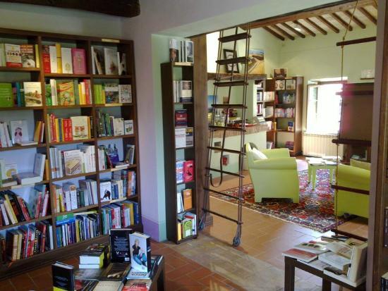 dentro la libreria - Picture of Librorcia Bagno Vignoni, Bagno ...