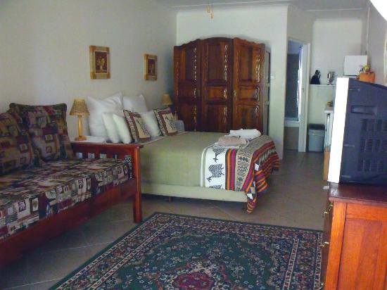 Bisibee Guest House: Room 8 with self-catering corner