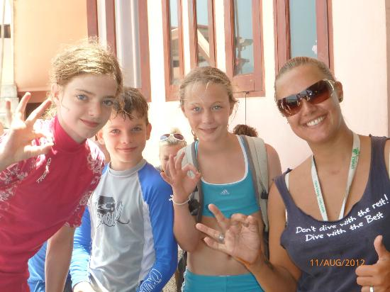 Impian Divers : The kids with their diving instructor