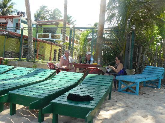 Sun Shine Beach Inn: Transats fait maison