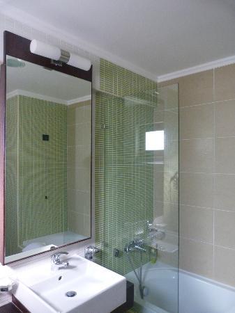 Amalthia Beach Resort: Bathroom