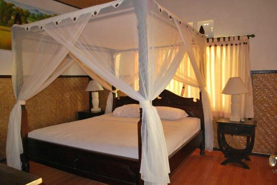 Melanting Cottages & Restaurant: Chambre adulte du bungalow family