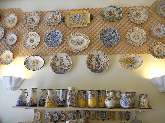 San Miguel Artesania (Spanish traditional handmade ceramics ): Bandejas y platos talaveranos