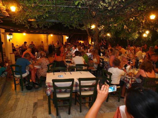 Liapades Beach Hotel: Dining 