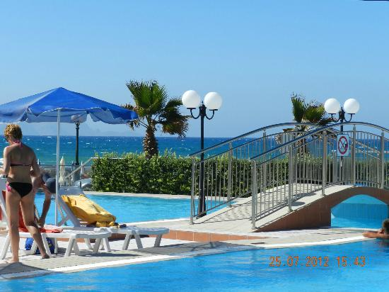 Hotel Astir Beach: Pool area