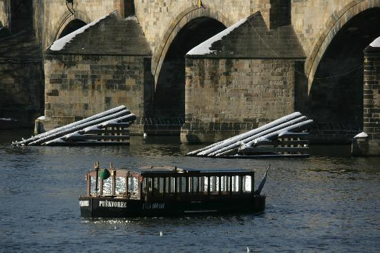 Prague Venice Boat Trip: Vodouch in winter time