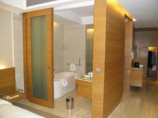 łazienka Z Wanną I Prysznicem Picture Of The Westin Mumbai