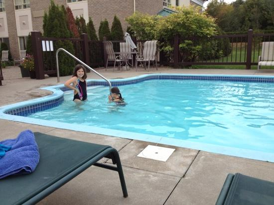 Days Inn Montmagny: girls in the pool