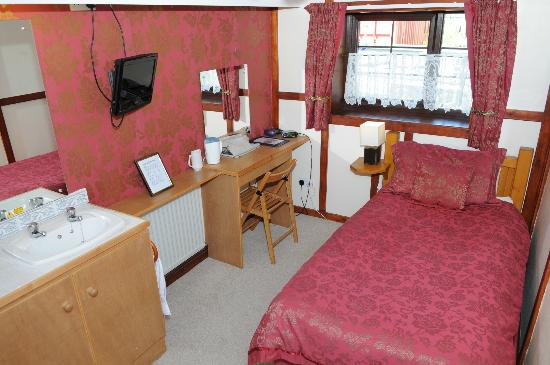 The Hogs Head Hotel: Single Room 9