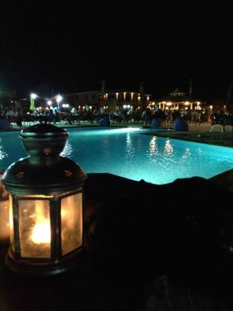 Le Mirage Beach Hotel: cena a bordo piscina