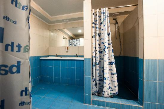 Gar'is Hostel: Male Shower Units