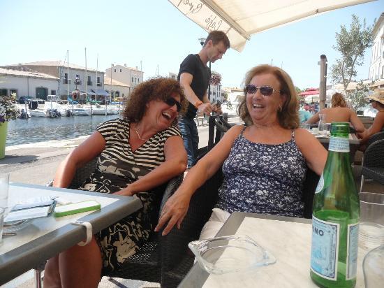 Petit Hotel Marseillan: Charmante Gastgeberin Biggi Zucker...und viel Spaß mit den Gästen