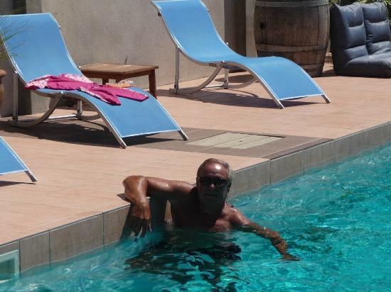 Petit Hotel Marseillan: Relaxen im Pool