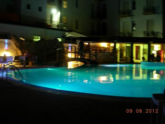 Club Hotel Angelini : Piscina
