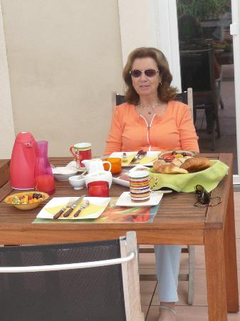 Petit Hotel Marseillan: Auf der Frühstücksterasse