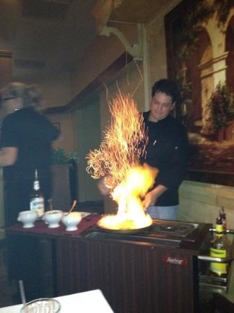 Hugo's Seafood & Steakhouse: bananas foster