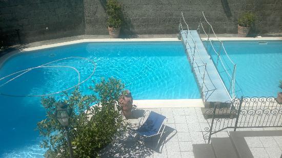 Villa Adriana Guesthouse Sorrento: Ponticciolo piscina