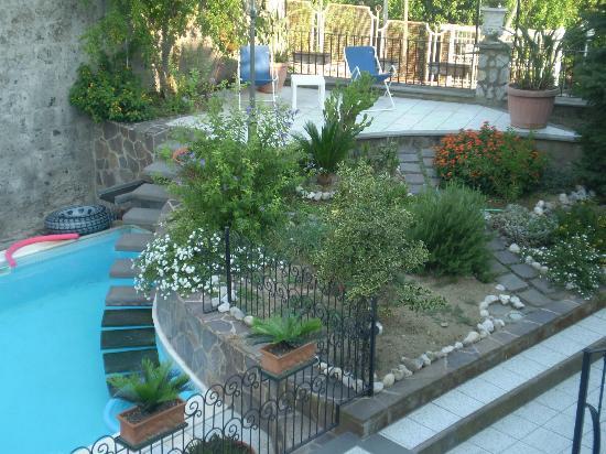 Villa Adriana Guesthouse Sorrento: Gli scalini dalla piscina