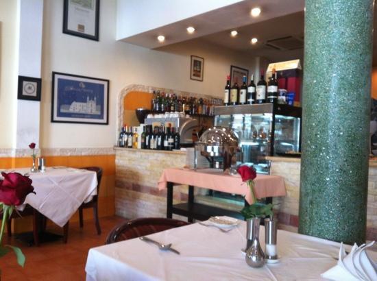 Sockeye salmon tartare: fotografía de Aria Italian Culinary Arts ...