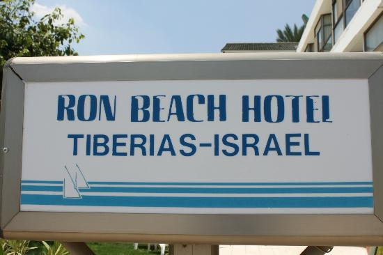 Ron Beach Hotel: Hotel sign by the pool