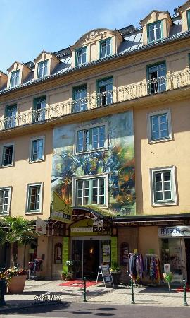 Erlebnis Post Stadthotel: Uno degli ingressi del caratteristico hotel Post