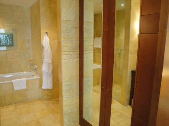Regent Warsaw Hotel: Bad