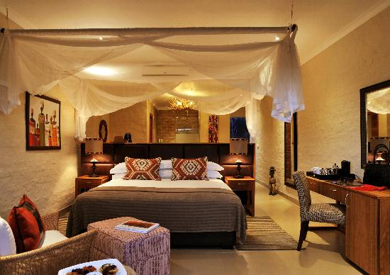 Victoria Falls Safari Club: getlstd_property_photo
