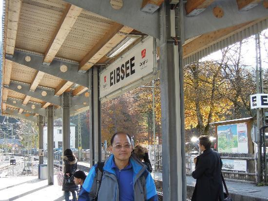 Eibsee: 艾伯湖站下車就對了。