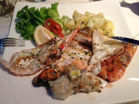 Legnano, Italy: grigliata mista di pesce