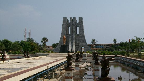 Kwame Nkrumah Memorial Park : Nkrumah's mausoleum and his golden statue