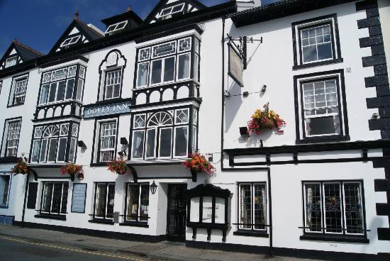 Dovey Inn: The Dovey on a sunny day