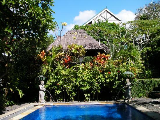 Tropical Bali Hotel: Bungalow sur piscine