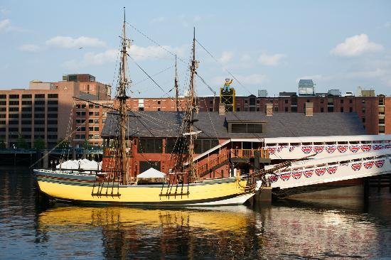 ‪Boston Tea Party Ships & Museum‬