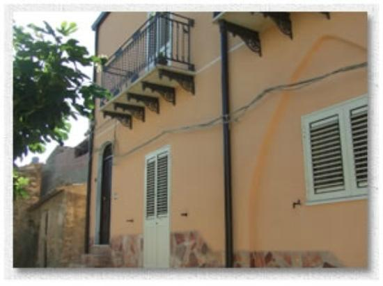 Casa Dei Sogni Guest House: Front of the Guest House