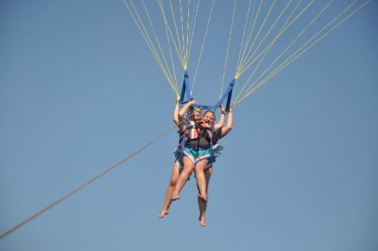 Malibu Beach Hotel: me and kims parasailing