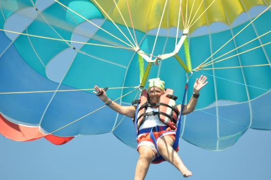 Malibu Beach Hotel: me parasailing on my own - just outside the hotel on the beach front.