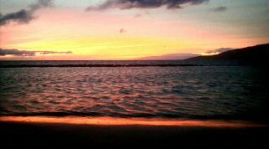Kihei Bay Surf: Sunset from the beach across the street.