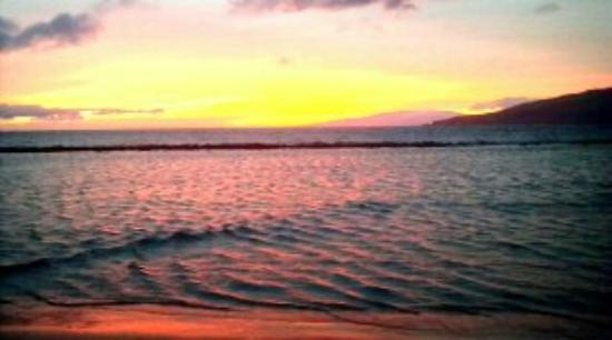 Kihei Bay Surf: Take the chairs in the closet and a pina colada.