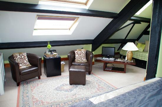 Ivythwaite Lodge hotel: Lounge area of room