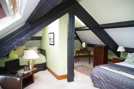Ivythwaite Lodge hotel: Extra bed and dressing area