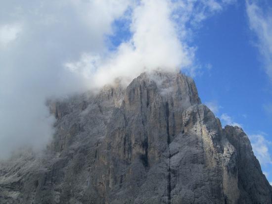 Ciampinoi: Sassolungo with clouds